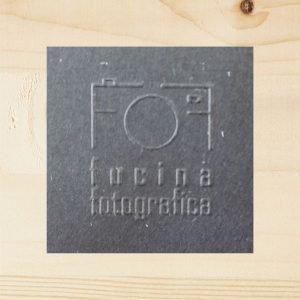 timbro a secco fucina fotografica nero